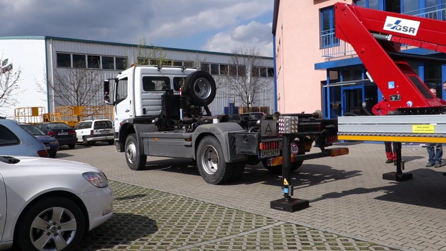 E179-pro-nosic-kontejneru_01
